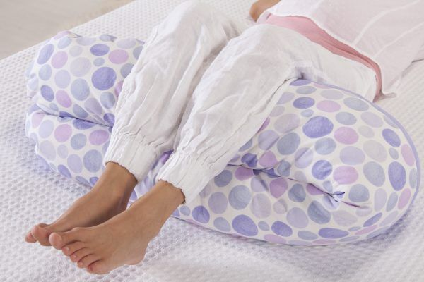 cojin-maternal-lactancia-original-theraline-piernas-cositasdebebes
