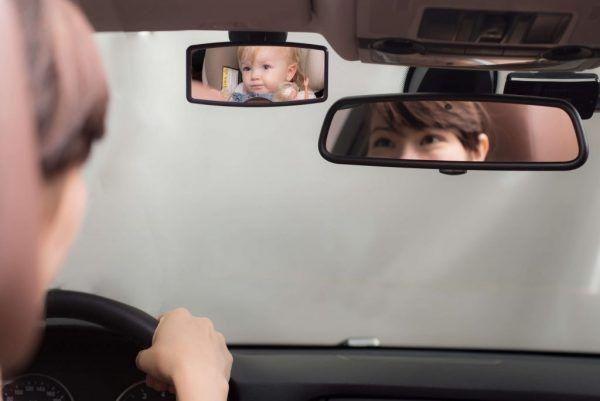 espejo-retrovisor-mini-instalado-apramo-cositasdebebes